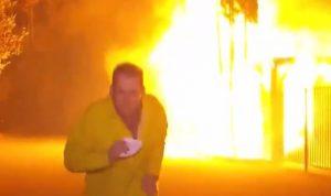 بالفيديو: مراسل يهرب من انفجار تسبب به حريق كاليفورنيا