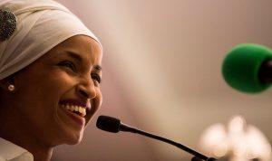إلهان عمر… أول محجبة تدخل الكونغرس الأميركي