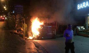 بالصور: بعد اشتعال سيارته في سهيلة… الإعلامي جورج عيد ينجو بأعجوبة