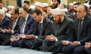 بالصور: الأسد في أحد مساجد دمشق بمناسبة المولد النبوي