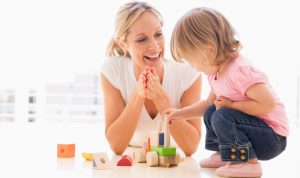 كيف تختارين مربّية طفلك؟