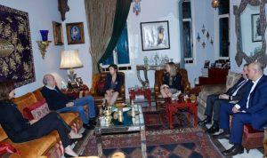 جنبلاط عرض والسفيرة الكندية التطورات السياسية