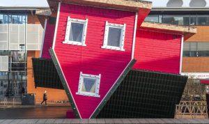 في بريطانيا… أوّل منزل مقلوب يفتح أبوابه