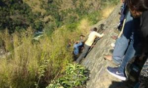 14 قتيلا و13 جريحا بسقوط حافلة في واد شمالي الهند