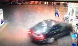 بالفيديو: لحظة اجتياح سيارة لمحطة وقود في صيدا!
