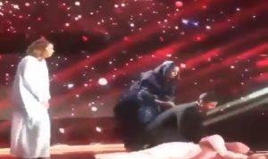 بالفيديو: سعودي أغمي عليه لحظة إعلان خسارته في برنامج