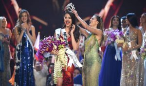 """بالفيديو والصور: فيليبينية فاتنة تفوز بلقب """"ملكة جمال الكون"""""""
