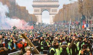 """الحكومة الفرنسية دعت """"السترات الصفراء"""" لعدم التظاهر السبت"""