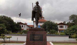 جامعة غانا تزيل تمثالًا لغاندي: لا مكان للعنصرية بيننا