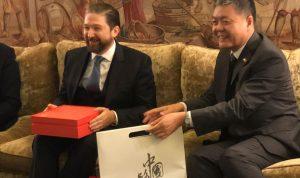 هدية من السفير الصيني الى كرامي