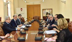 تعاون بين مخزومي وبلدية بيروت لحل أزمة الرملة البيضاء