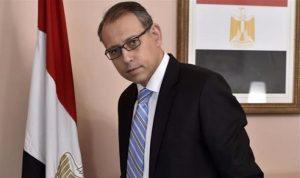 السفير المصري وسيطا بين الحريري وجنبلاط
