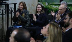نورا جنبلاط افتتحت معرض ربيعة أبو اسماعيل لدعم مركز سرطان الأطفال