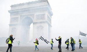 فرنسا تواجه المحتجين.. قنابل غاز واعتقالات في الشانزليزيه (بالصور)