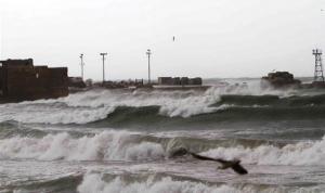 العاصفة توقف حركتي الملاحة والصيد البحري في ميناء صيدا