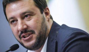 وزير داخلية إيطاليا: آمل أن يتحرر الفرنسيون من رئيس بالغ السوء