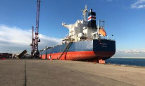 سفينة حبوب الذرة العملاقة ترسو في مرفأ طرابلس