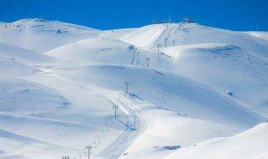 الثلوج احتجزت سيارتين على طريق القموعة-عكار