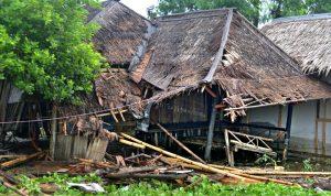 بالصور والفيديو: عشرات القتلى بتسونامي بركاني يجتاح جزيرتين اندونيسيتين