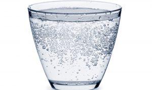 هل يجب الإمتناع عن المياه الفوارة؟