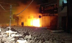 إخماد حريق داخل محل في سوق بعلبك