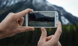 هل تحلّ كاميرات الهواتف مكان الكاميرات الإحترافية؟