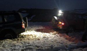 سحب ثلاث سيارات حاصرتها الثلوج في فالوغا