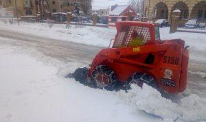 إزالة الثلوج عن طرقات اهدن تسهيلا لحركة المرور