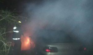 حريق داخل سيارة في عين علق