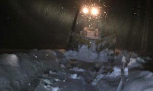 سحب 3 سيارات احتجزتها الثلوج في أعالي القموعة فنيدق