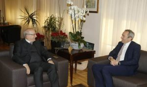 وزير الثقافة عرض والسفير البريطاني التطورات