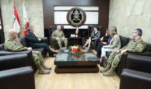 قائد الجيش عرض ومسؤول في الخارجية الكندية التعاون