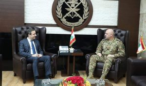 قائد الجيش عرض مع معوّض الأوضاع العامة