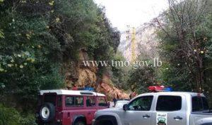 طريق نهر ابراهيم يحشوش مقطوعة حتى انحسار العاصفة