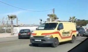 """""""اليازا"""" تلاحق سيارات تسير عكس السير في صيدا (بالفيديو)"""