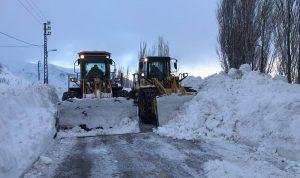 إزالة الثلوج على طريق عام ترشيش-زحلة تسهيلا للمرور
