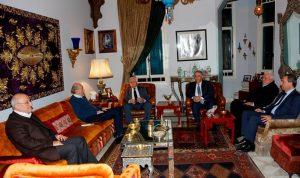 جنبلاط بحث مع الأحمد تطورات الوضع الفلسطيني