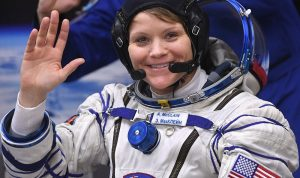 أول فريق نسائي يخرج إلى الفضاء المفتوح