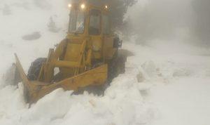 """""""الأشغال"""" واصلت فتح الطرق المقفلة بالثلوج في أعالي عكار"""