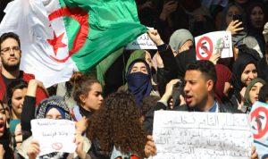 الآلاف يتظاهرون في الجزائر رفضًا لترشح بوتفليقة
