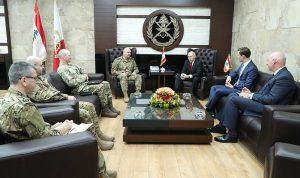قائد الجيش عرض وغريم برنامج المساعدات البريطانية