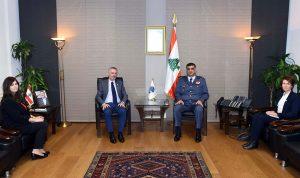 عثمان عرض مع رئيس بعثة الصليب الأحمر سبل التعاون