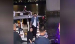 وائل كفوري يصل إلى حفله بالمركب! (بالفيديو)