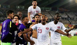بالفيديو: قميص منتخب قطر من الشيخ تميم إلى امير الكويت
