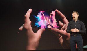 """بالفيديو والصور: """"سامسونغ"""" تكشف عن أحدث إصداراتها.. هاتف قابل للطي!"""