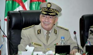 """الجيش الجزائري يحذّر من """"العنف والفوضى"""""""