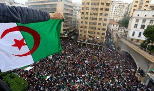 طلاب جزائريون تظاهروا مطالبين برحيل النظام