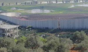 دبابتان إسرائيليتان اجتازتا السياج التقني في خلة المحافر
