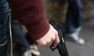 مسلحون يسلبون شخصًا على طريق رياق بعلبك