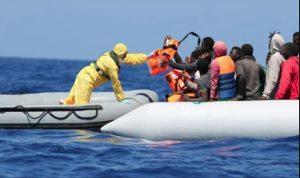 إنقاذ 87 مهاجرا قبالة جزيرة إيطالية